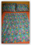 <hr><h3>Large &#39;Hawaiian Flowers&#39; Quilt</h3>